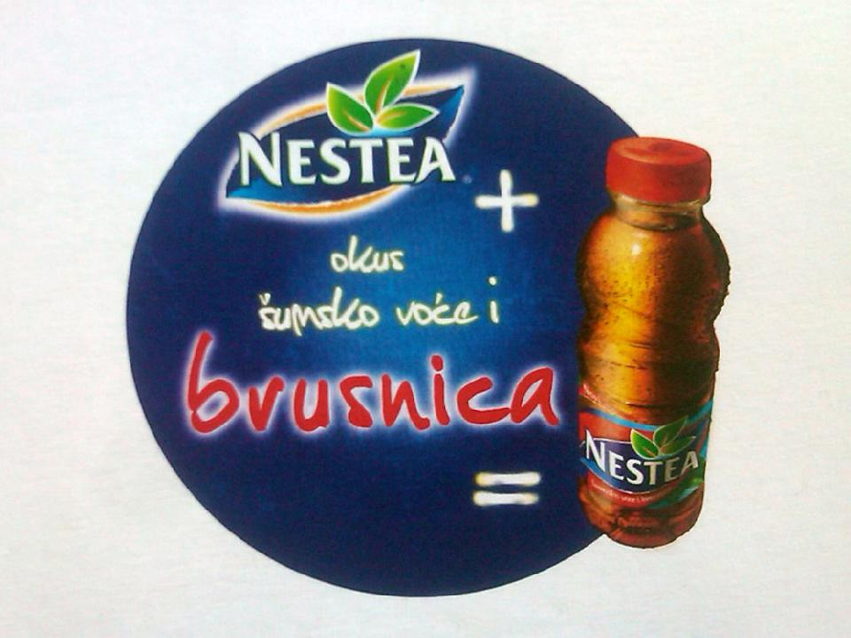 Bijela t shirt majica i full color tisak Nestea brusnica