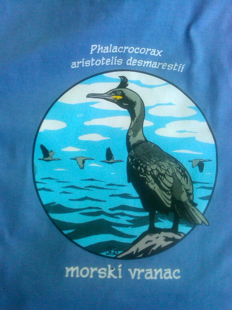 Morski vranac - color otisak na plavoj pamučnoj podlozi